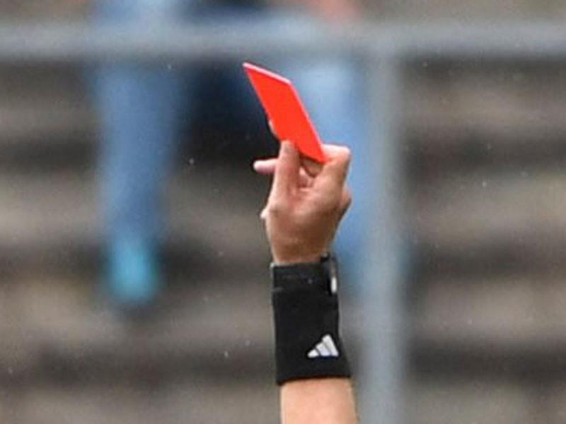 По итогам просмотра эпизода, судья вынес нарушившему правила игроку прямую красную карточку