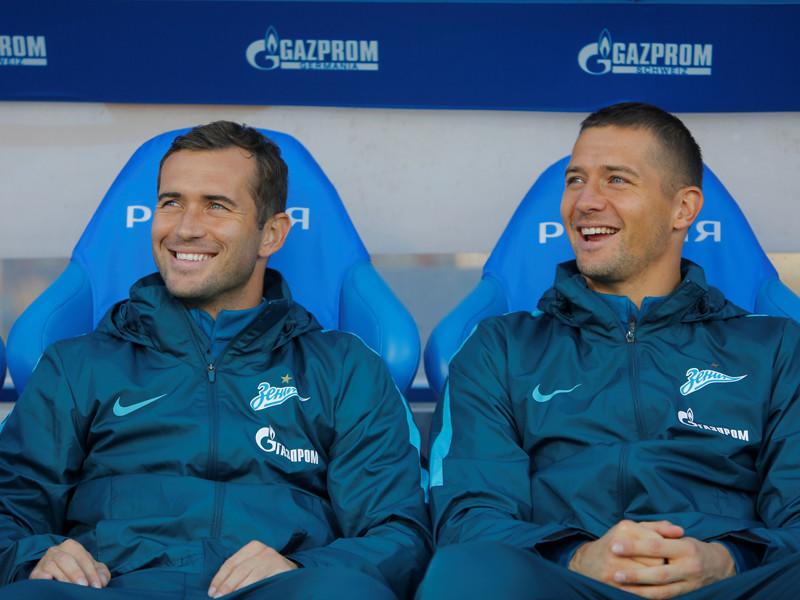 В субботней игре ворота питерцев защищал Михаил Кержаков, а на 76-й минуте вместо Артема Дзюбы на поле появился Александр Кержаков
