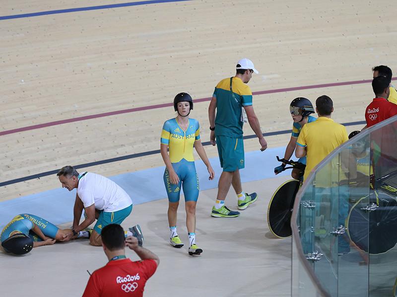 Австралийская велогонщица Мелисса Хоскинс в понедельник была доставлена в больницу после тяжелого падения время тренировки на олимпийском треке в Рио-де-Жанейро