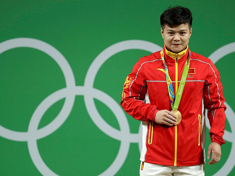 Китайский штангист завоевал золото Игр-2016 с мировым рекордом