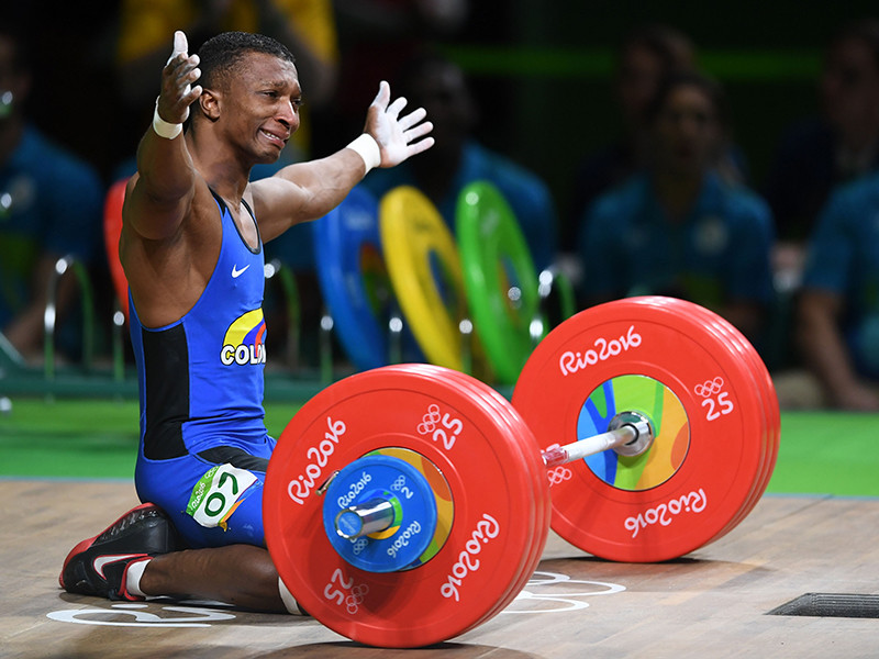 В весовой категории до 62 кг у мужчин первенствовал колумбиец Оскар Фигероа с результатом 318 (142+176) кг в двоеборье по сумме рывка и толчка