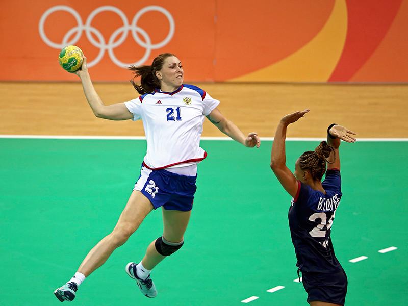 Женская сборная России по гандболу одержала вторую победу на олимпийском турнире в Рио-де-Жанейро, переиграв с минимальным счетом команду Франции