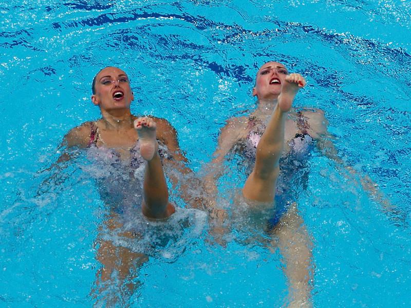 Россиянки Наталья Ищенко и Светлана Ромашина стали олимпийскими чемпионками в соревнованиях по синхронному плаванию в дуэтах на Играх-2016 в Рио-де-Жанейро, завоевав для сборной России 12-ю золотую медаль