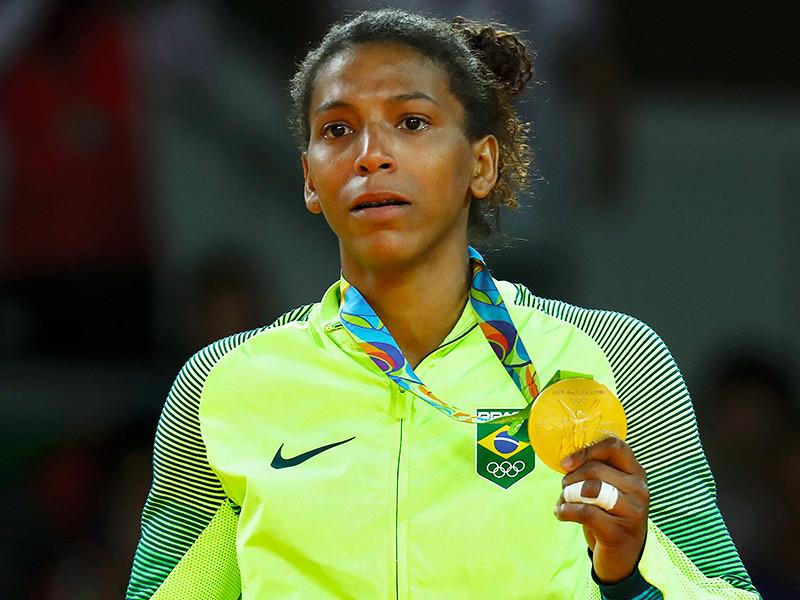 Бразильянке Рафаэле Силве не было равных в весе до 57 кг. В финале она одолела Сумию Доржсурен из Монголии