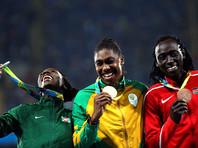 Кастер Семеня из ЮАР выиграла золото Олимпийских игр в беге на 800 м, пробежав дистанцию за 1 минуту 55,28 секунды. Второй стала Франсина Нийонсаба из Бурунди (1.56,49), третьей - кенийка Маргарет Вамбуи (1.56,89)