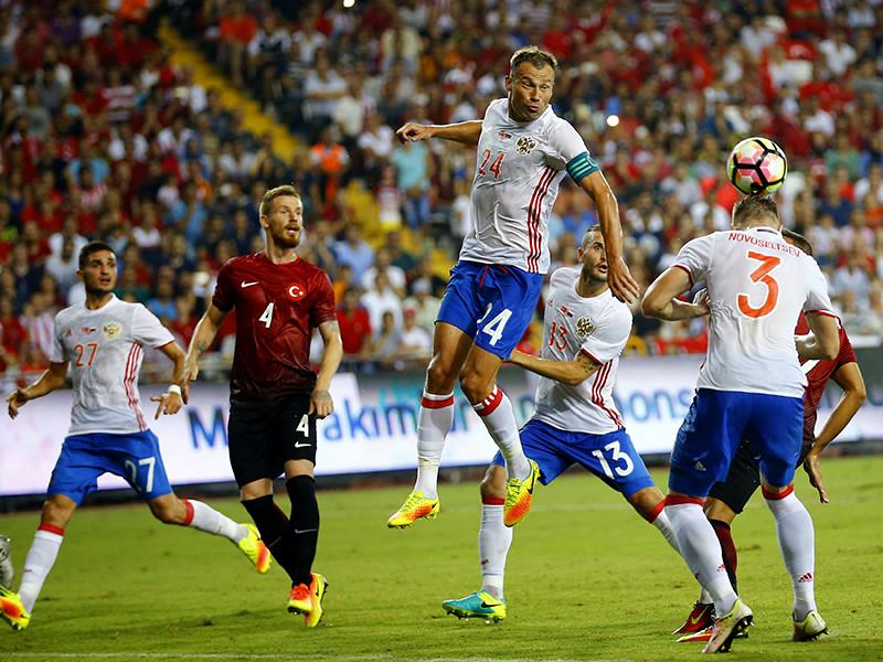 Сборная России свой первый контрольный матч под руководством Станислава Черчесова провела в Анталии против команды Турции