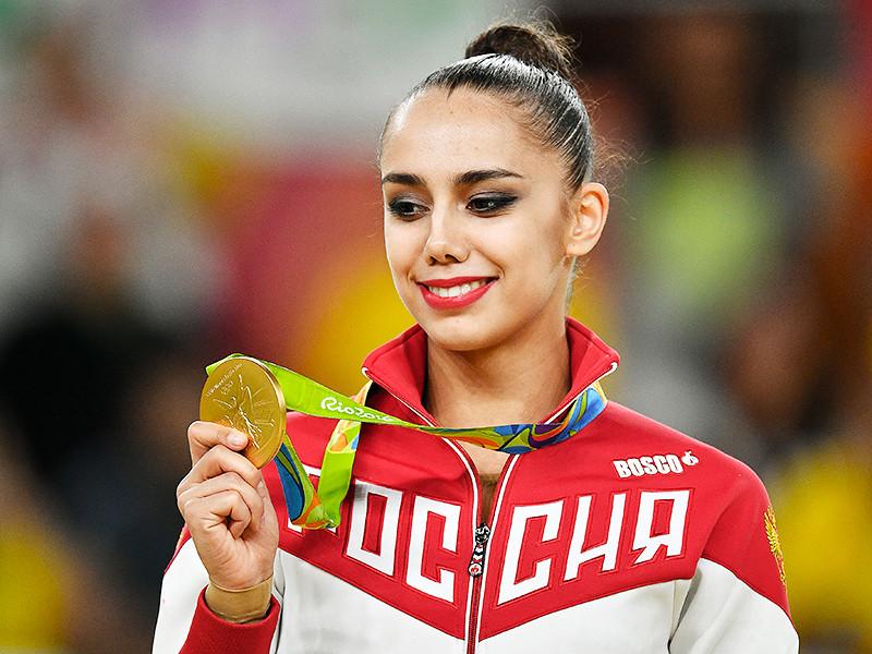 Россиянка Маргарита Мамун выиграла золото в личном многоборье, опередив подругу по команде Яну Кудрявцеву, которая становилась абсолютной чемпионкой мира три года подряд