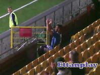 Футболиста удалили за аплодисменты самому себе (ВИДЕО)