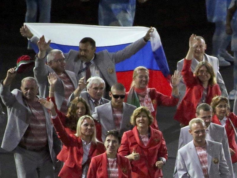 Международный паралимпийский комитет (МПК) принял решение об отзыве аккредитации у члена делегации сборной Белоруссии, который во время торжественной церемонии открытия Паралимпийских игр в Рио-де-Жанейро пронес по стадиону флаг России