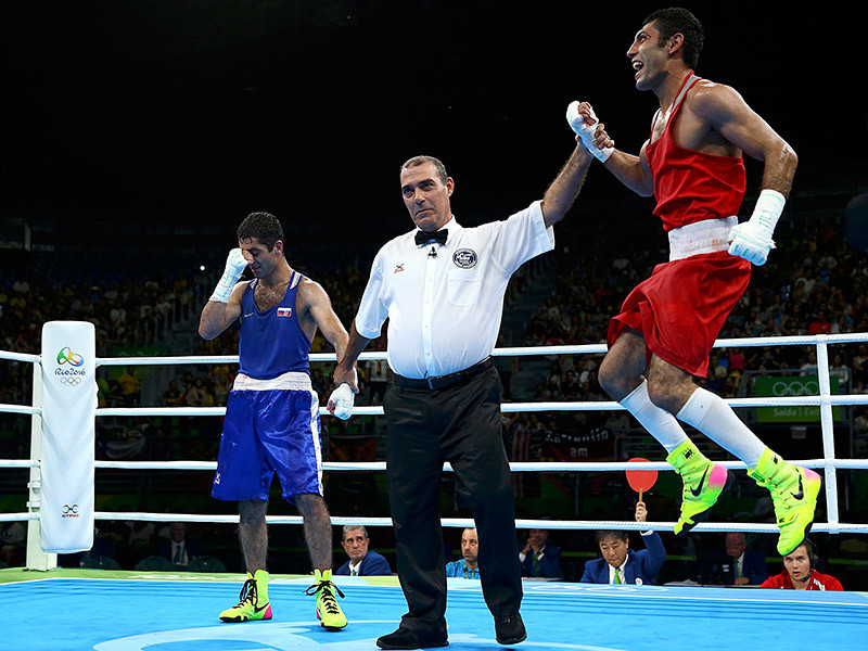 Миша Алоян во время объявления победителя финального боя в Рио