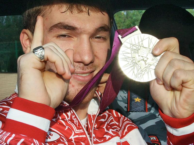 Международный олимпийский комитет (МОК) лишил российского тяжелоатлета Апти Аухадова серебряной медали Олимпийских игр 2012 года после перепроверки допинг-проб