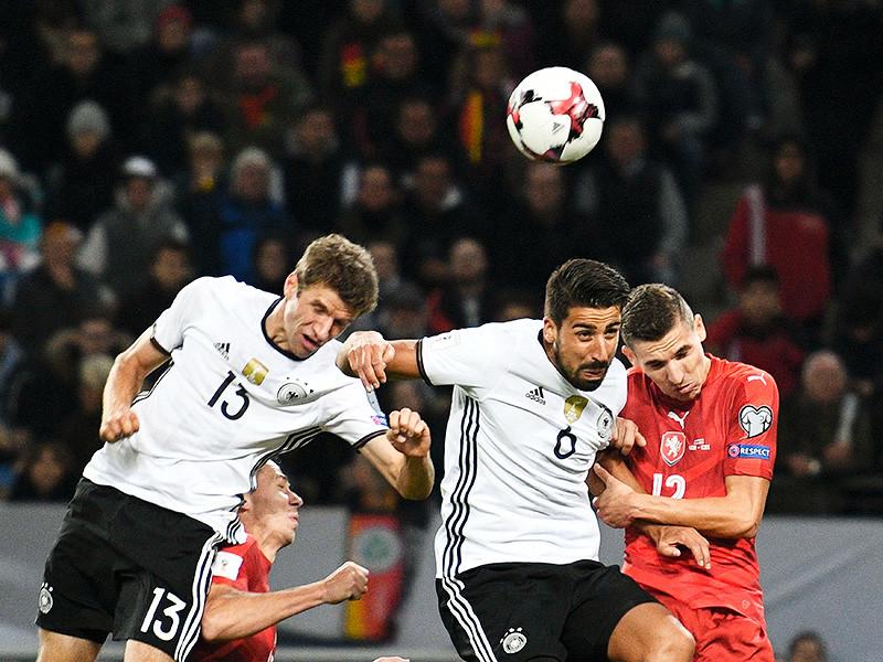 Сборная Германии выиграла в Гамбурге у сборной Чехии со счетом 3:0 отборочный матч чемпионата мира по футболу 2018 года. В составе действующих чемпионов мира по футболу два мяча провел Томас Мюллер (13', 65'), еще один гол забил Тони Кроос (49')
