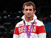 МОК решил не отбирать олимпийскую медаль у погибшего борца из РФ