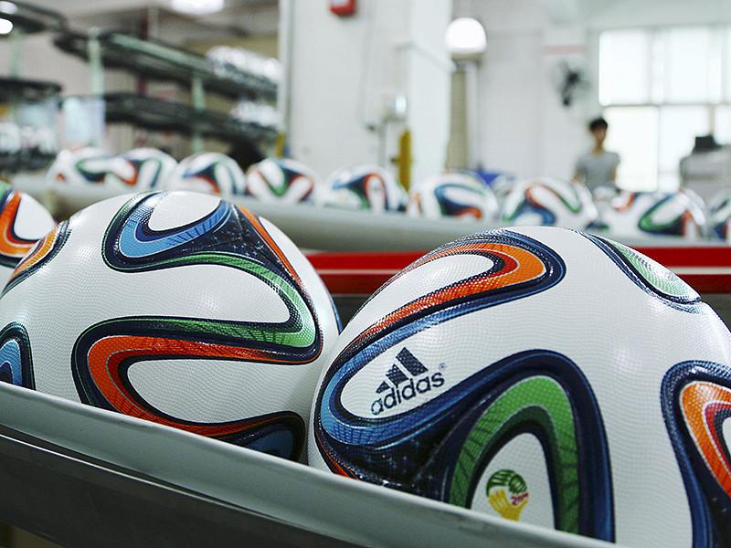 В рейтинге ФИФА россияне заняли самое низкое место в рейтинге в своей истории, пропустив вперед, помимо прочих, Сенегал, Албанию, Тунис, Гану, Узбекистан и Конго