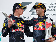 "онщики команды ""Ред Булл"" Дэниел Риккьярдо и Макс Ферстаппен сотворили победный дубль на Гран-при Малайзии ""Формулы-1"", который прошел на трассе автодрома ""Сепанг"""