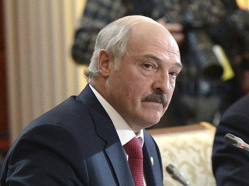 Игра футбольных сборных России и Белоруссии в преддверии чемпионата мира 2018 года в РФ не заслуживает приличных оценок, заявил президент Белоруссии Александр Лукашенко