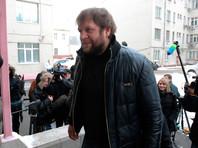 Боец Александр Емельяненко вышел из тюрьмы по УДО и уехал к маме