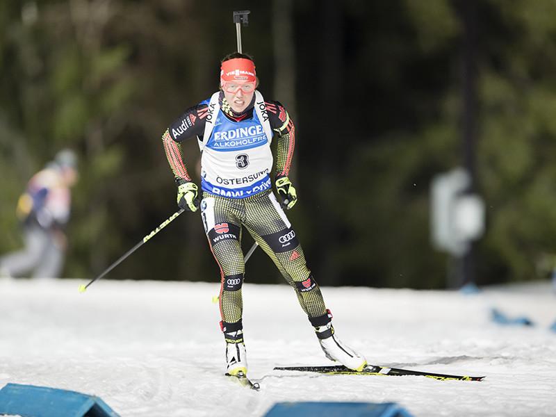 Немка Лаура Дальмайер стала победительницей женской индивидуальной гонки на 15 километров в рамках первого этапа Кубка мира по биатлону
