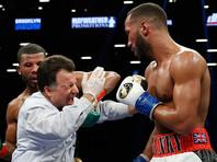 В чемпионском бою побывали в нокдауне оба боксера и рефери (ВИДЕО)