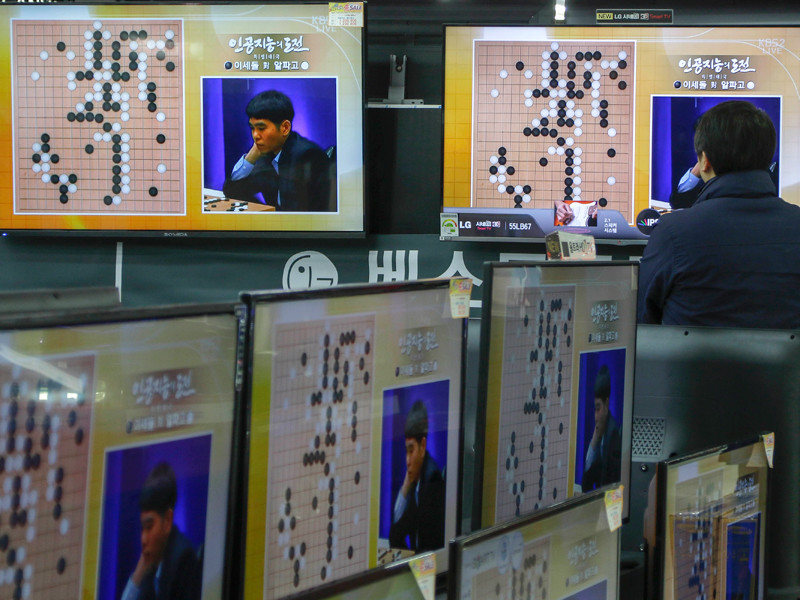 Компьютер разгромил мастеров игры го, делая бессмысленные для человека ходы