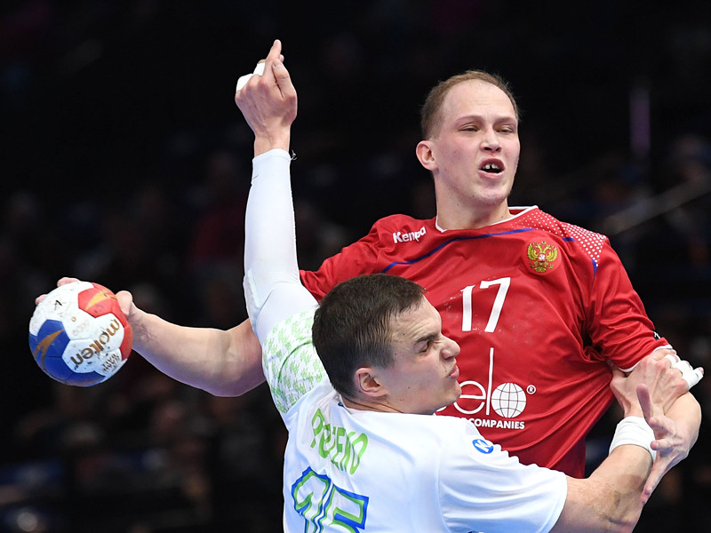 Гандболисты сборной России со счетом 26:32 (15:13) потерпели поражение от команды Словении в матче 1/8 финала чемпионата мира, который проходит во Франции, и завершили выступление на турнире