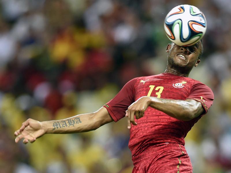 Удары головой по футбольному мячу приводят к мозговым нарушениям и развитию слабоумия (деменции), утверждается в исследовании британских ученых