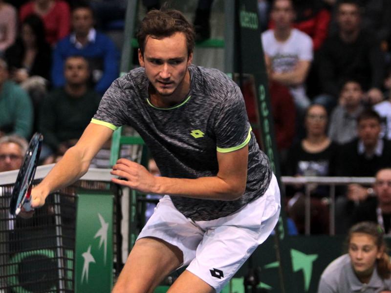 Российские теннисисты уступают сербам после первого дня матча Кубка Дэвиса