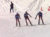 Российские лыжники взялись за руки на финише победной гонки