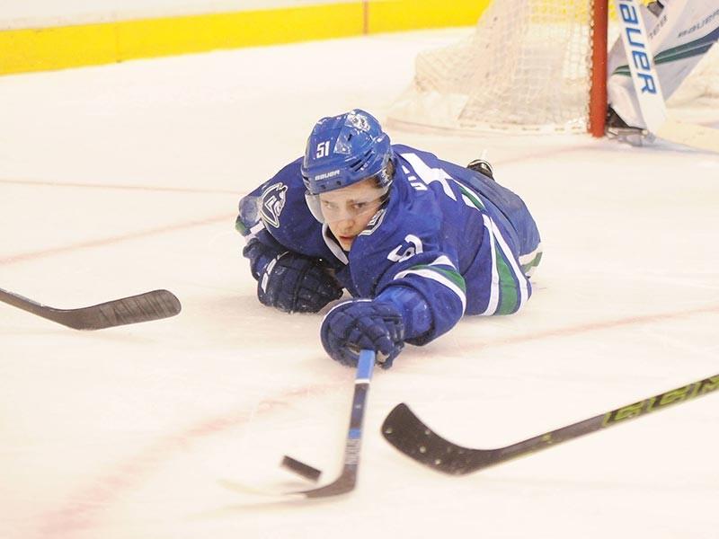 """Врачи диагностировали у защитника клуба НХЛ """"Ванкувер"""" Троя Стечера эпидемический паротит (свинку), еще четверо игроков команды, включая россиянина Никиту Трямкина, находятся на карантине из-за наличия симптомов той же болезни"""