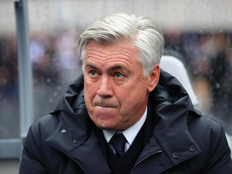 """Тренер """"Баварии"""" Карло Анчелотти показал неприличный жест фанатам """"Герты"""""""