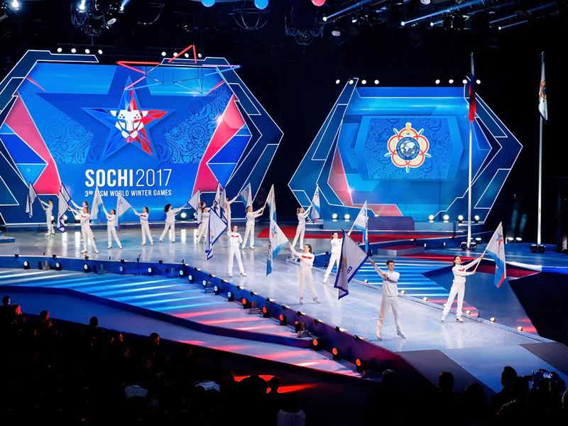 Россия выиграла Всемирные военные игры в Cочи, передав флаг Германии