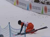 Лыжник-контрабандист из Венесуэлы не смог финишировать на чемпионате мира после серии комичных падений (ВИДЕО)