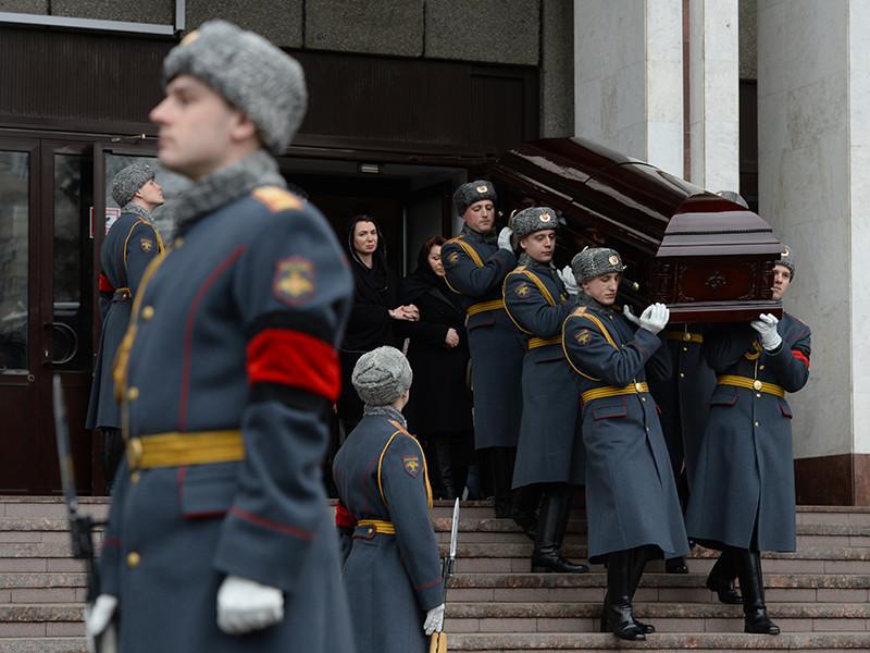 Известный хоккейный эксперт и комментатор, заслуженный тренер России Сергей Гимаев был похоронен во вторник на Новолужинском кладбище в Химках под оружейные выстрелы роты почетного караула