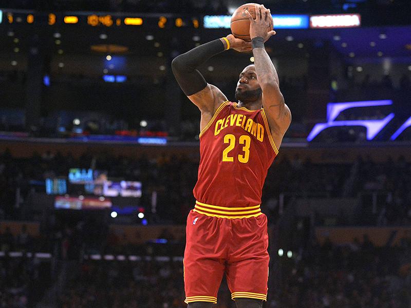 """Форвард клуба Национальной баскетбольной ассоциации (НБА) """"Кливленд Кавальерс"""" ЛеБрон Джеймс обошел легендарного Шакила О'Нила и вышел на 7-е место в списке самых результативных игроков в истории лиги"""