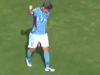 Самый возрастной футболист в мире забил мяч, принеся победу своему клубу (ВИДЕО)
