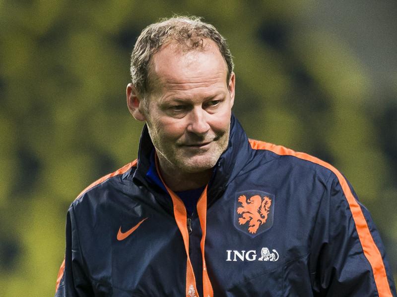 Сборная Голландии по футболу осталась без тренера после фиаско в Софии