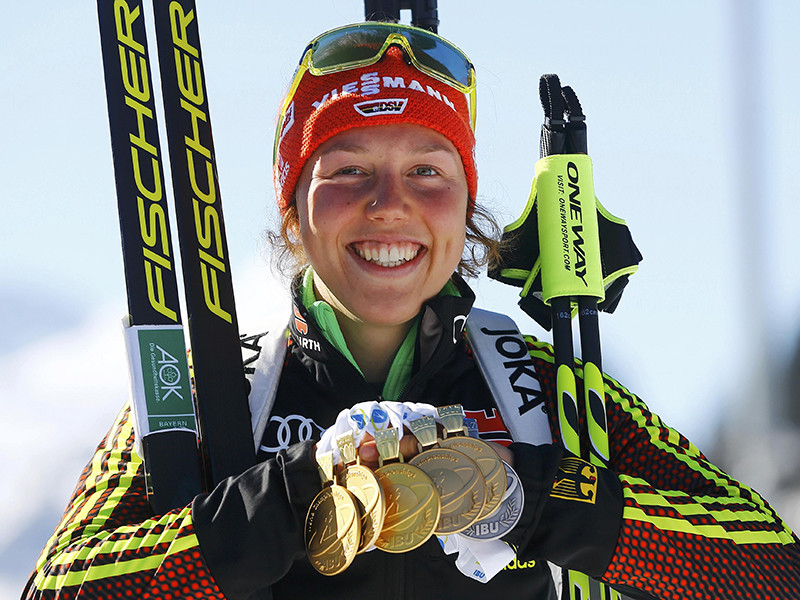 Лаура Дальмайер стала победительницей спринтерской гонки на седьмом этапе Кубка мира по биатлону преодолев дистанцию 7,5 км за 19 минут 9,5 секунды, не допустив промахов на двух огневых рубежах