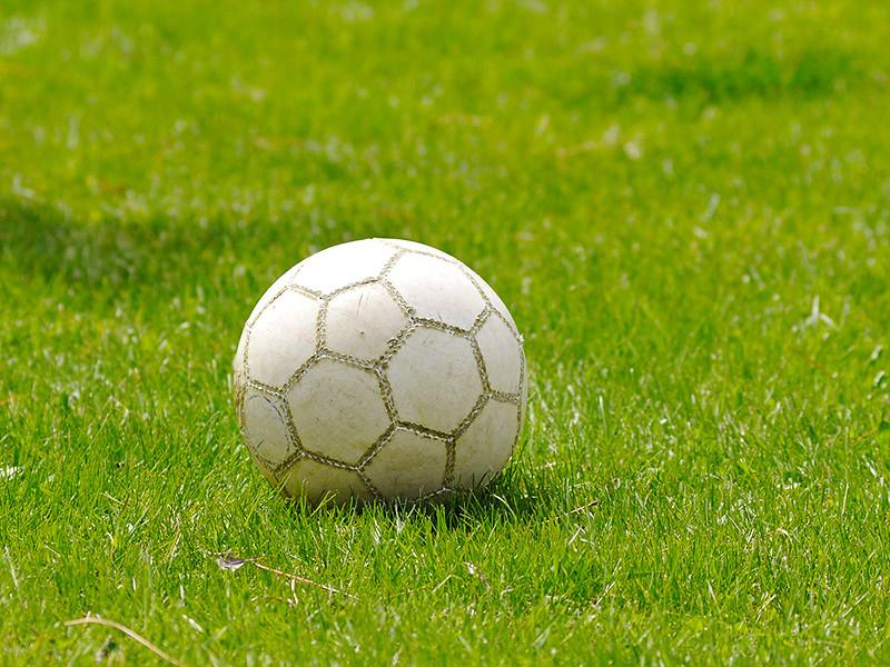 """Футбольный матч на Мальорке между испанскими командами """"Аларо"""" и """"Кольеренсе"""", составленными из игроков не старше 13 лет, завершился массовой дракой родителей"""