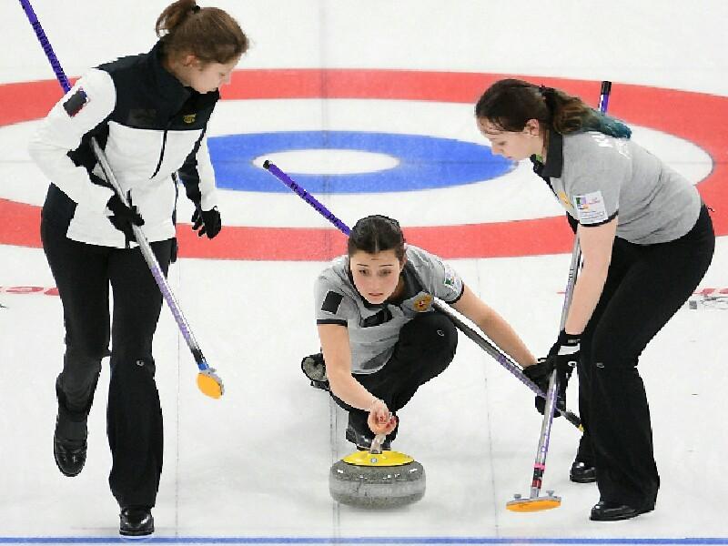 Женская сборная России по керлингу, уступив в решающем матче чемпионата мира команде Канады со счетом 3:8