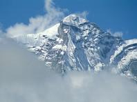 Альпинисты РФ отправились в зону смерти Эвереста капсулировать вмерзшие в лед трупы