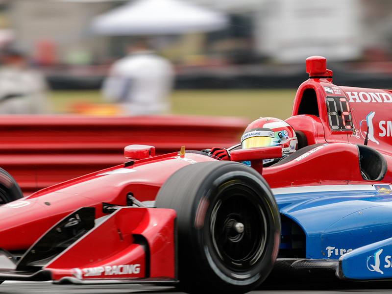 Алешин спровоцировал массовую аварию в гонке Indycar в Аризоне
