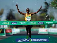Супруги из Кении выиграли Парижский марафон, в котором приняли участие 250 россиян
