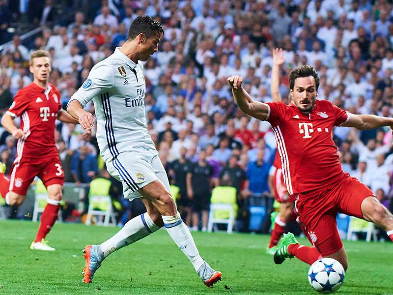"""Мадридский """"Реал"""" вышел в полуфинал Лиги чемпионов УЕФА, одолев на своем поле мюнхенскую """"Баварию"""" в дополнительное время ответного четвертьфинального матча со счетом 4:2"""