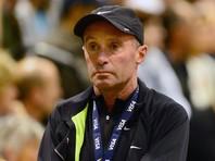 Тренер четырехкратного олимпийского чемпиона по легкой атлетике британца Мо Фара Альберто Салазар вынуждал спортсменов принимать запрещенные вещества под угрозой разрыва спонсорских контрактов