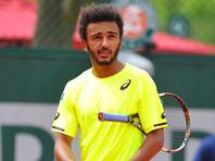 """Французского теннисиста изгнали с """"Ролан Гаррос"""" за приставания к репортеру"""