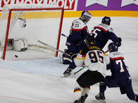 Матч чемпионата мира по хоккею прервали из-за хулиганского поступка болельщицы