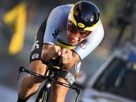 Бельгийского велогонщика оштрафовали за написанное на груди любовное послание