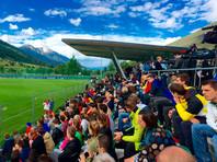 Сборную России по футболу встретили в Австрии бочонком шнапса