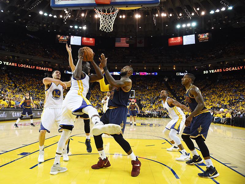"""""""Голден Стэйт"""" выиграл первый матч финала НБА, продлив победную серию в плей-офф до 13 матчей"""