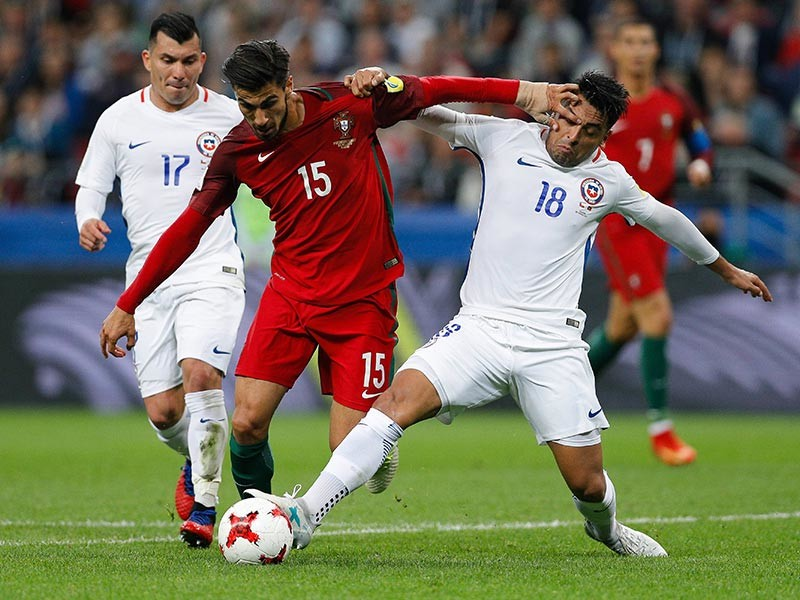 Футболисты сборной Чили стали первыми финалистами Кубка конфедераций, который проходит в России. В среду в Казани в присутствии 40 855 зрителей южноамериканцы в серии пенальти послематчевых переиграли команду Португалии